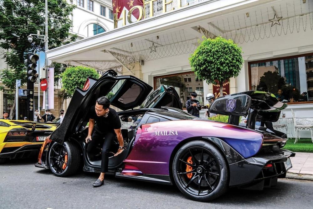 Hoàng Kim Khánh cùng siêu xe hypercar McLaren Senna nhưng hãng xe Anh quốc không phải là thương hiệu thuần chất hypercar như Bugatti, Pagani hay Koenigsegg