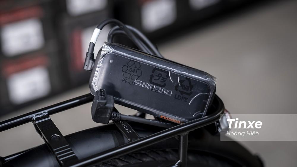 Đi kèm với xe đạp Triumph Trekker GT là bộ sạc điện 220V cho phép chủ xe có thể sạc điện cho xe tại bất kỳ đâu có nguồn điện.