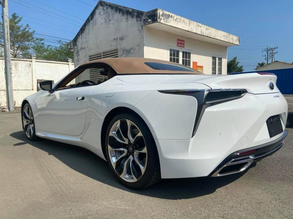 Lexus LC 500 Convertible 2021 có tốc độ tối đa 270 km/h