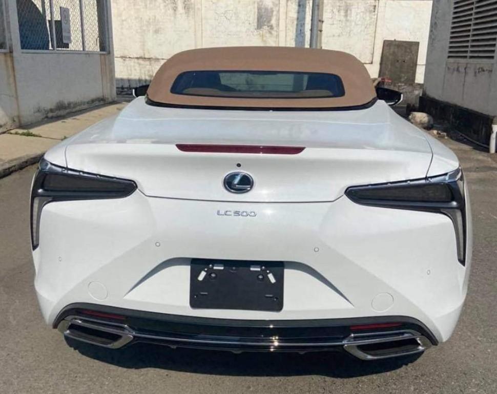 Còn đây là thiết kế phần đuôi xe Lexus LC 500 Convertible 2021