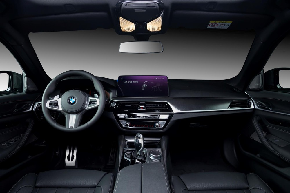 Nội thất của BMW 530i M Sport 2021.