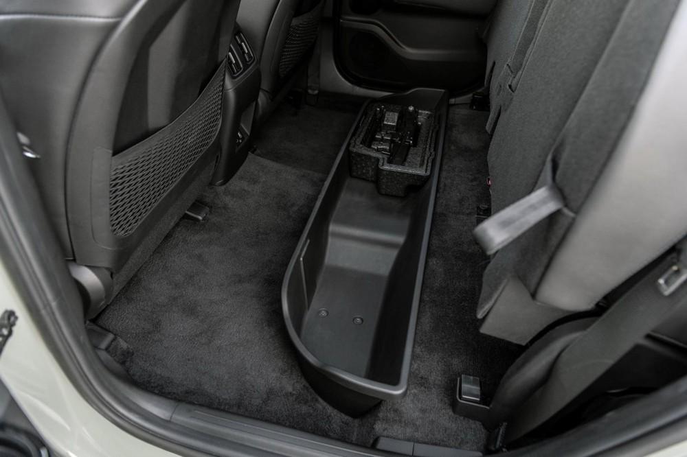 Ngăn chứa đồ dưới ghế của Hyundai Santa Cruz 2022