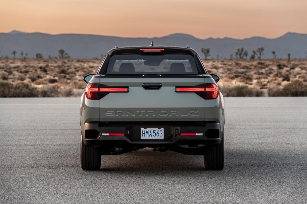Hyundai Santa Cruz 2022 nhìn từ phía sau