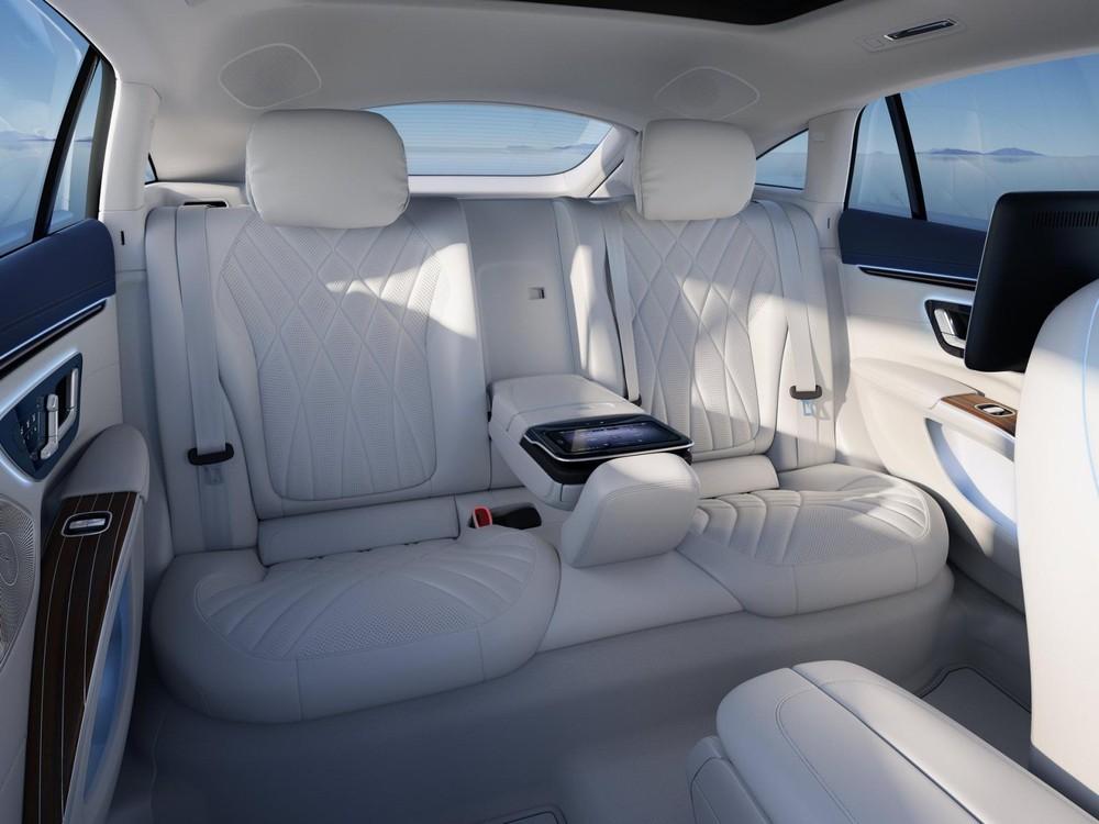 Hàng ghế sau của Mercedes-Benz EQS 2022