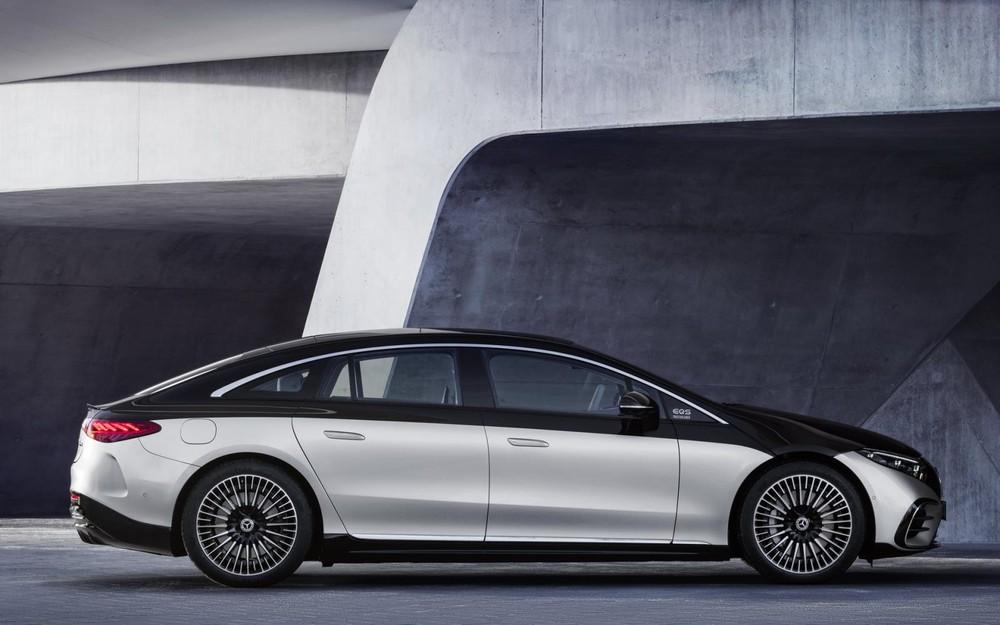 Mercedes-Benz EQS 2022 có kích thước lớn