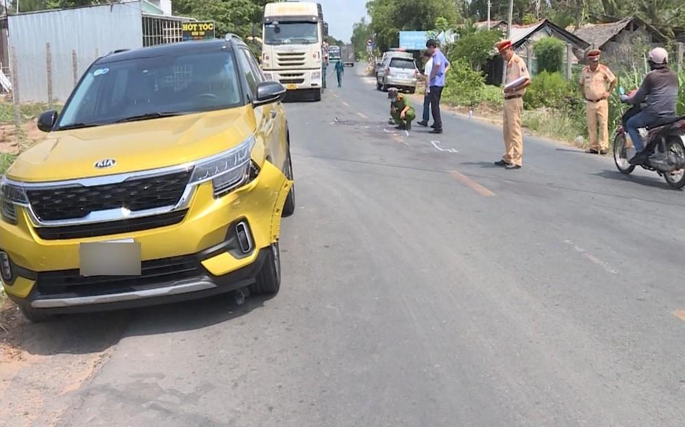 Chiếc Kia Seltos bị biến dạng đầu xe sau vụ tai nạn