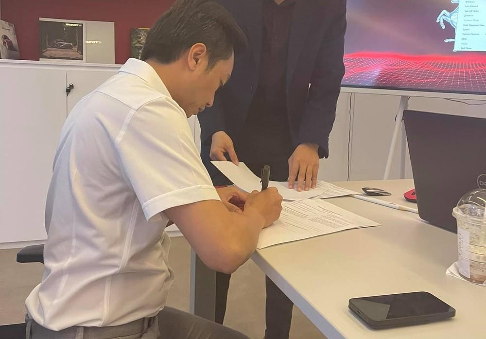 Cường Đô-la là 1 trong những khách hàng đầu tiên của Ferrari Việt Nam đặt mua xe chính hãng