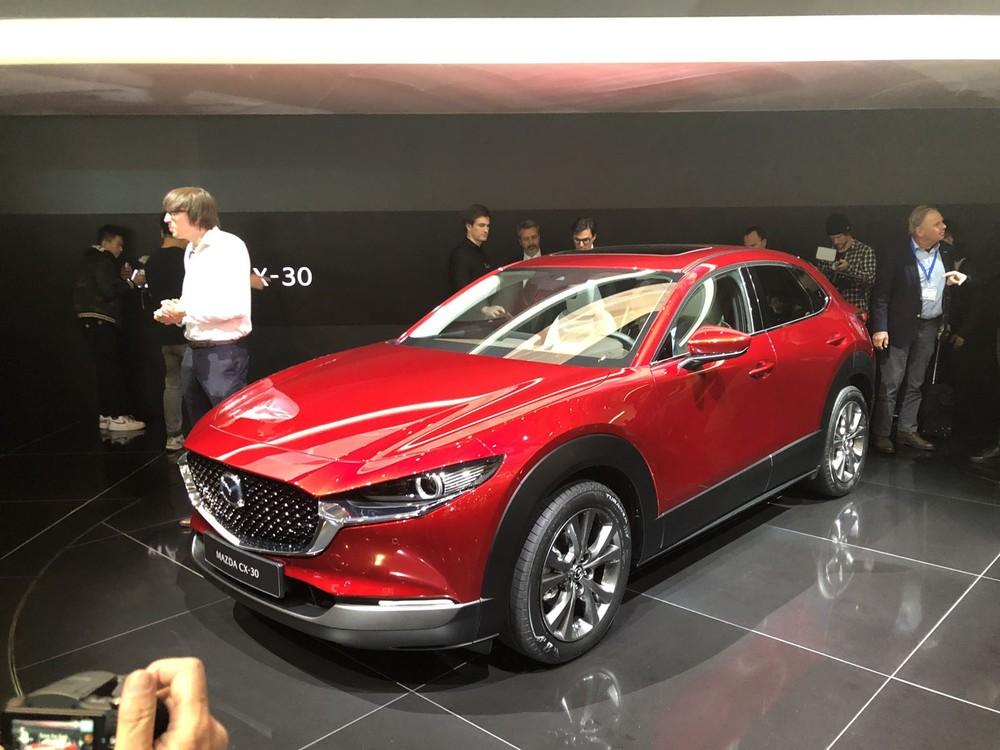 """Mazda CX-30 tại nước ngoài được gọi là """"tiểu CX-5"""", nhắm đến đối tượng khách hàng thấy CX-3 quá nhỏ còn CX-5 lại quá to."""
