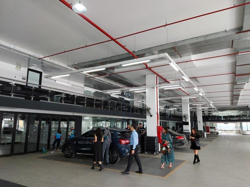 Các dịch vụ kiểm tra, sửa chữa, bảo dưỡng, dán phim, chăm sóc xe cũng được thực hiện ở khu vực tầng 1.