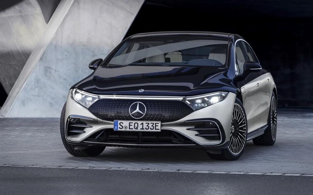 Mercedes-Benz EQS 2022 dùng gương ngoại thất thông thường thay vì camera kỹ thuật số