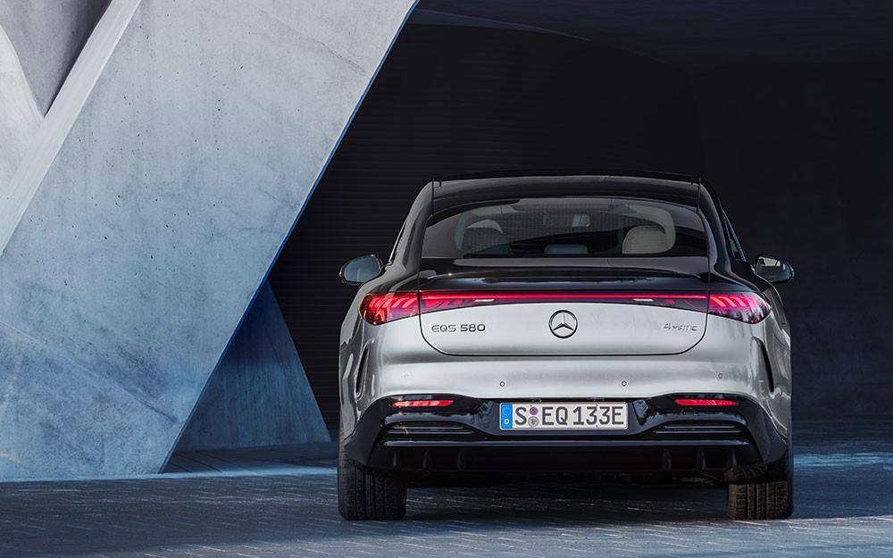 Mercedes-Benz EQS 2022 có 2 phiên bản là EQS 450+ và EQS 580 4Matic