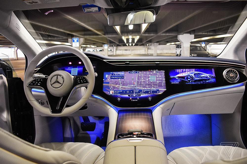 Nội thất của Mercedes-Benz EQS 2022 với màn hình Hyperscreen 56 inch