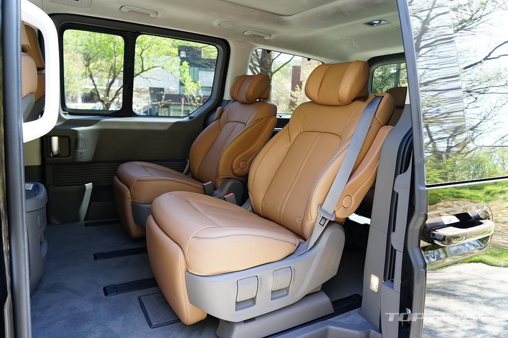 2 ghế thương gia của Hyundai Staria 2021