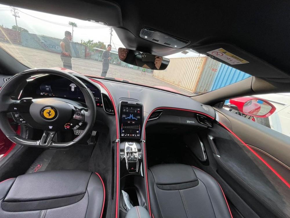 Toàn bộ khoang lái của siêu xe Ferrari Roma