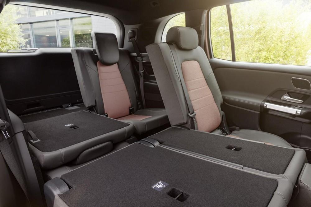 2 hàng ghế sau của Mercedes-Benz EQB 2021 có thể gập xuống để tăng thể tích khoang hành lý