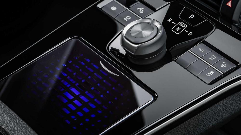 Cụm điều khiển với bàn cảm ứng của Toyota bZ4X