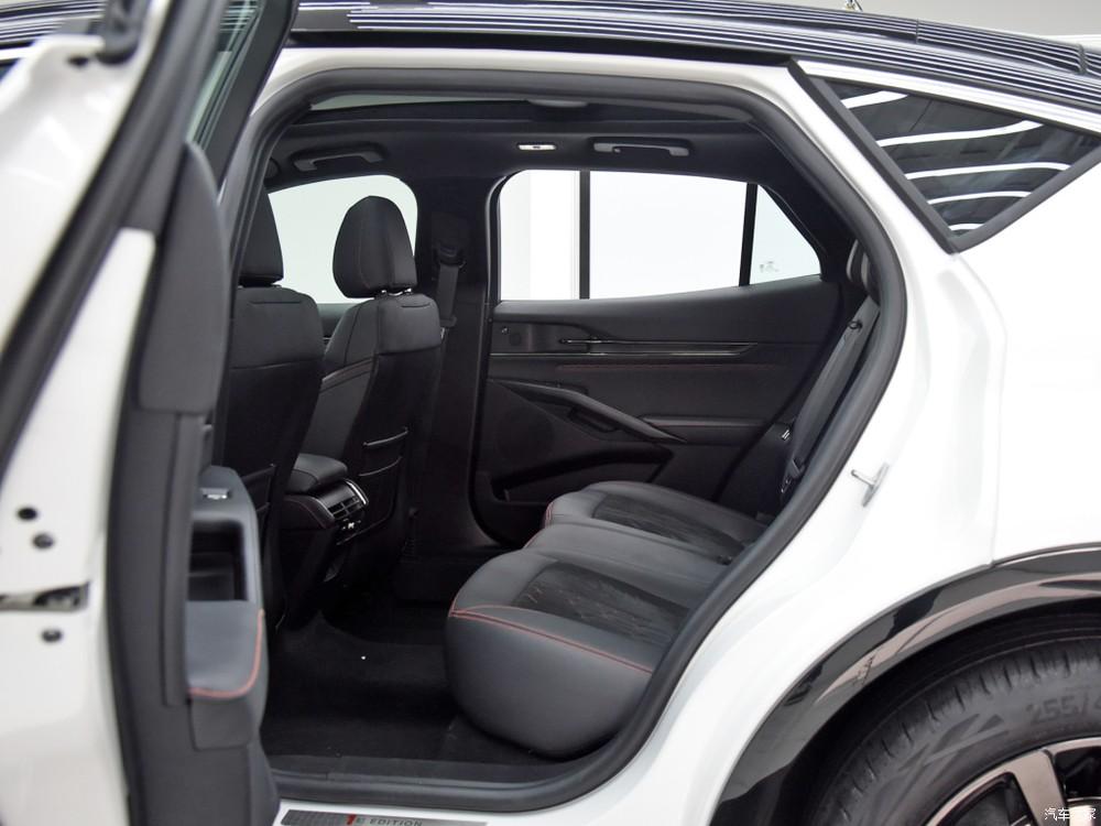 Hàng ghế sau của Ford Evos