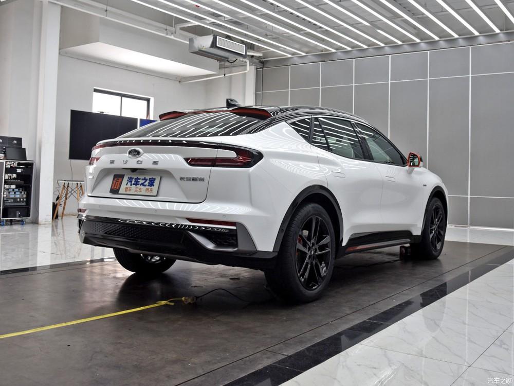 Ford Evos được cho là hình ảnh xem trước của Fusion tại Bắc Mỹ và Mondeo tại châu Âu