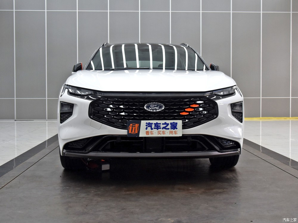 Cận cảnh thiết kế đầu xe của Ford Evos