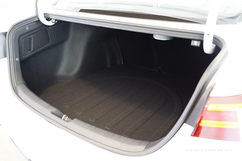 Khoang hành lý của Kia Cerato 2021 bản sedan
