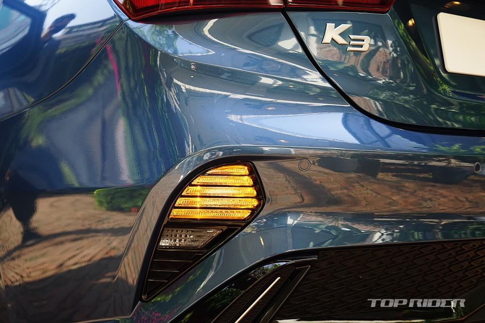 Đèn sương mù kiêm đèn phản quang của Kia Cerato 2021 bản sedan