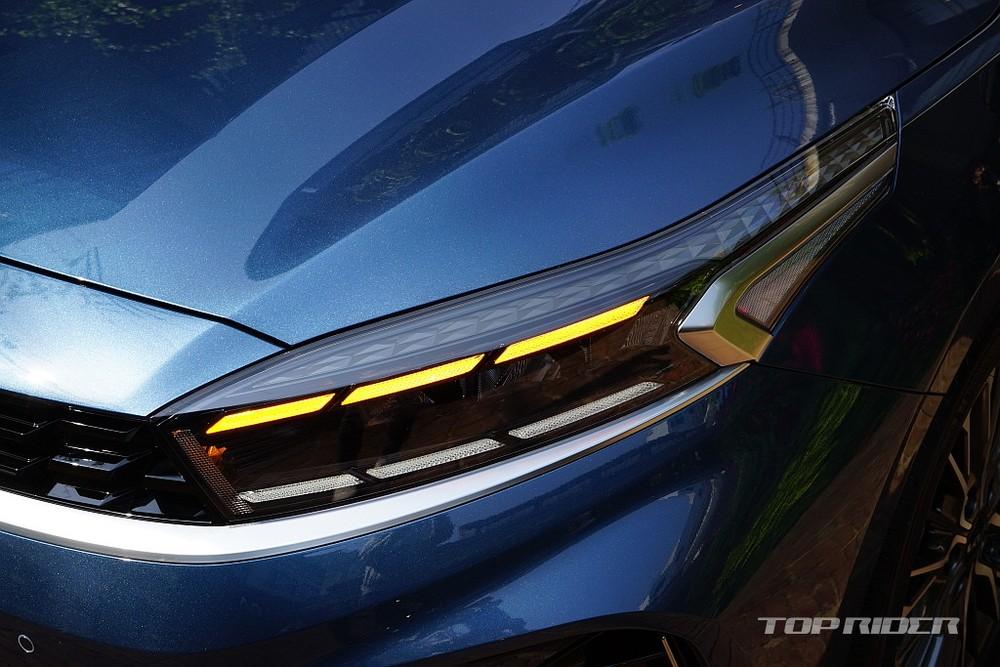 Đèn LED định vị ban ngày kiêm đèn báo rẽ của Kia Cerato 2021