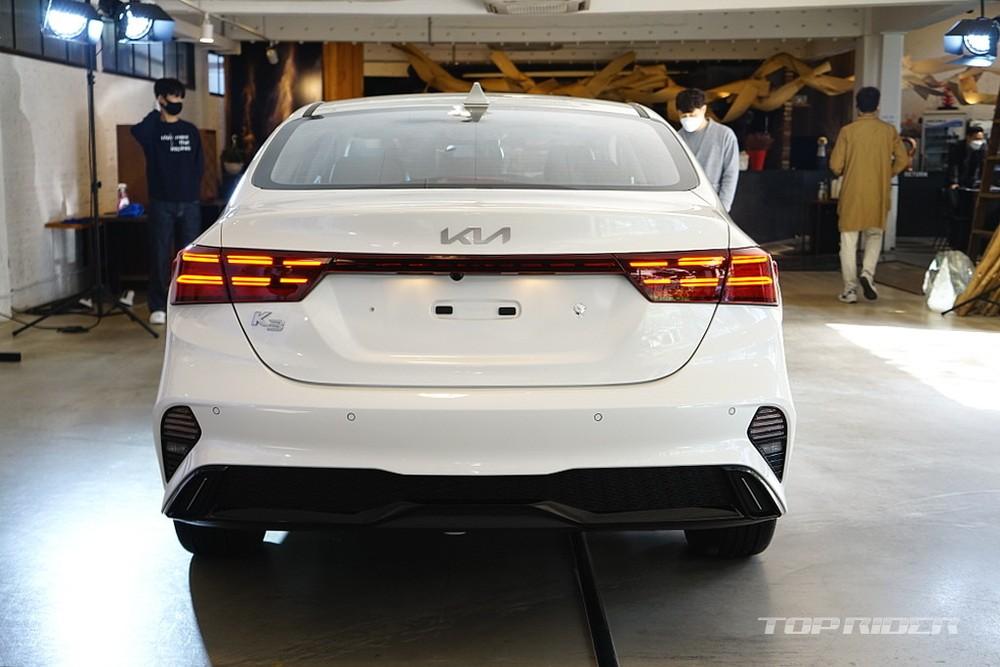 Thiết kế đằng sau của Kia Cerato 2021 bản sedan