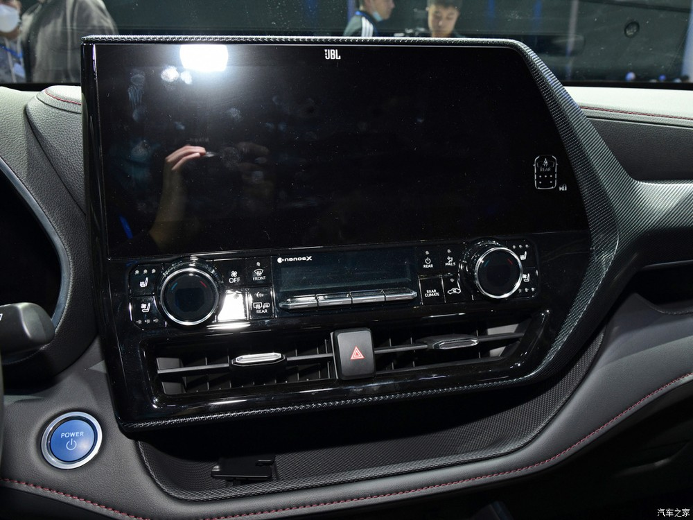 Màn hình trung tâm của Toyota Crown Kluger