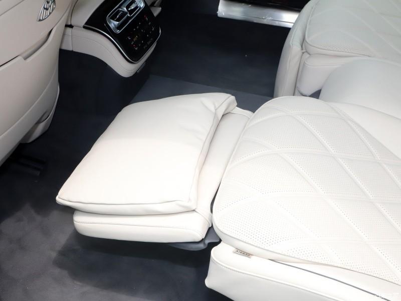 Bệ đỡ bắp chân của Mercedes-Maybach S480 2021