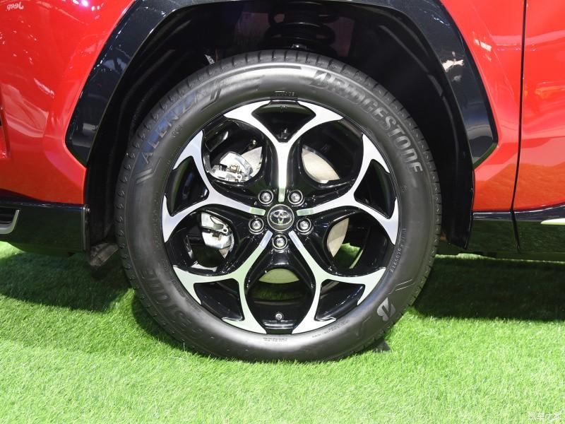 Vành 19 inch của Toyota Wildlander PHEV 2021
