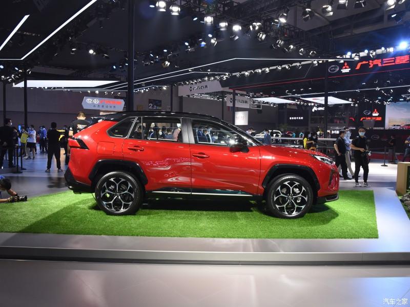 Thiết kế bên sườn của Toyota Wildlander PHEV 2021