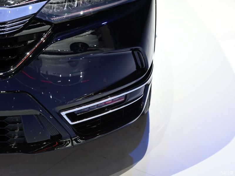 Viền mạ crôm của Honda Breeze e:PHEV 2021