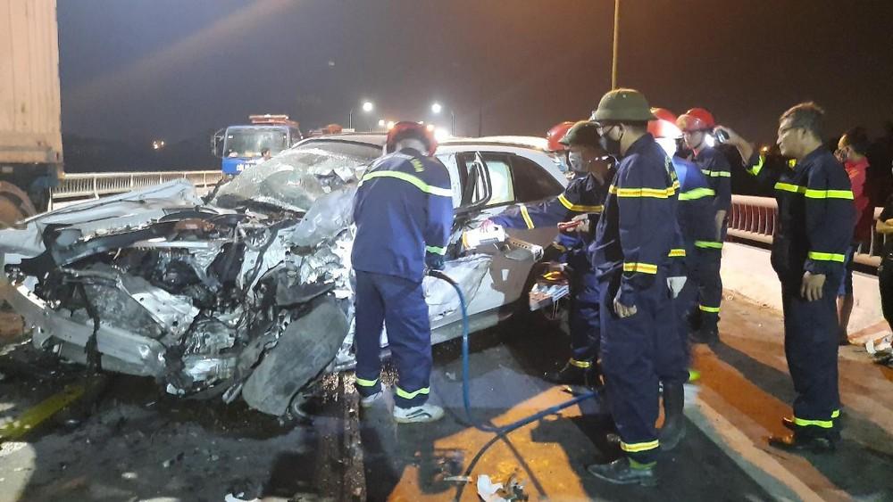 Chiếc Mercedes-Benz GLC hư hỏng hoàn toàn sau vụ tai nạn