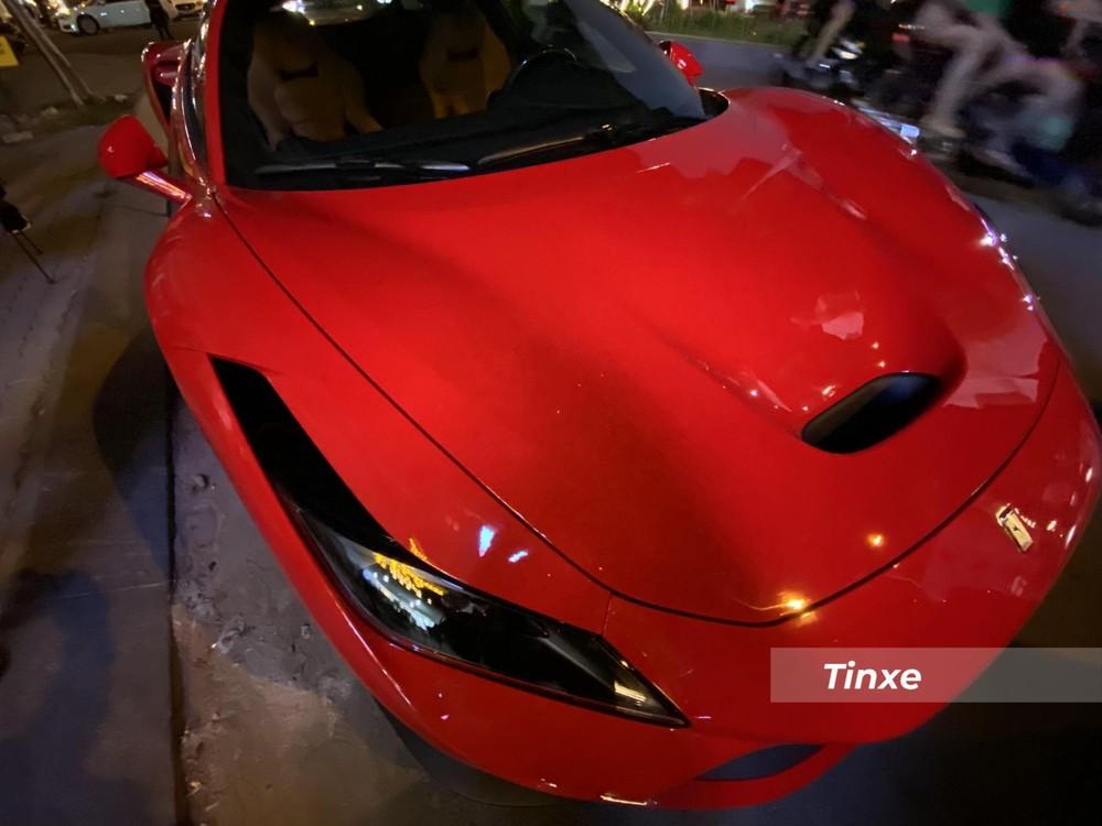 Siêu xe Ferrari F8 Tributo này là chiếc thứ 3 về nước