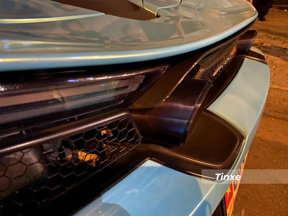 Ống xả độ titanium của McLaren 720S