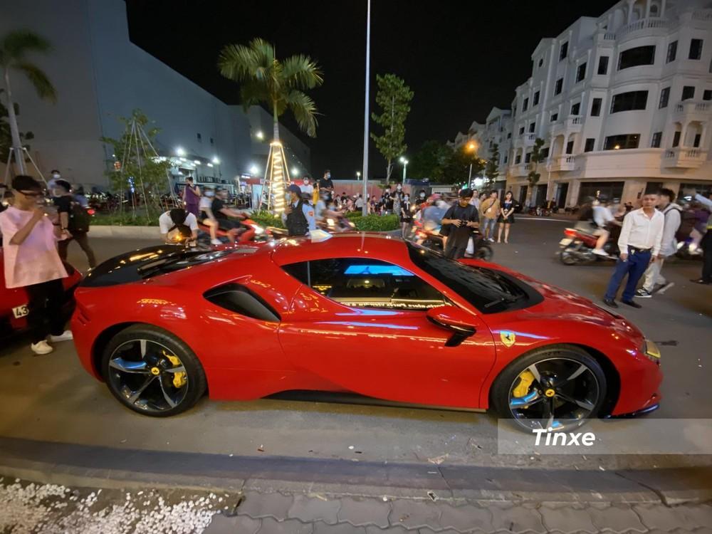 Ferrari SF90 Stradale đang là mẫu xe ngựa chồm rất được giới nhà giàu Việt quan tâm lúc này, trước đó, Cường Đô-la đặt mua Ferrari SF90 Stradale theo diện chính hãng cũng đã nhận được sự quan tâm của giới truyền thông trong nước.