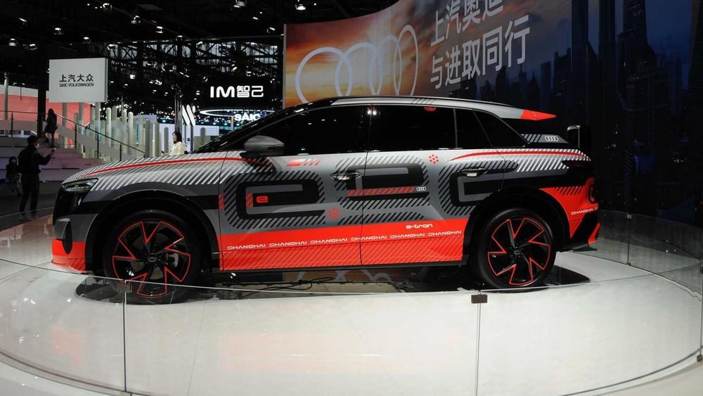 Phía sườn của Audi Concept Shanghai