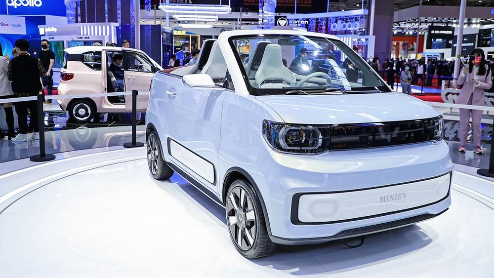 Wuling Hongguang Mini EV Cabrio chắc hẳn là mẫu xe điện mui trần bé nhỏ nhất trên thế giới