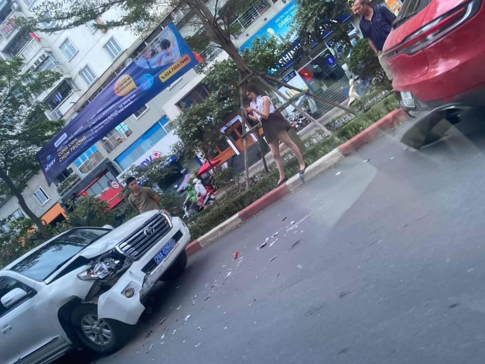 Chiếc Toyota Land Cruiser bị hư hỏng ở đầu xe