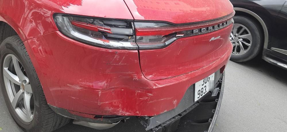 Chiếc Porsche Macan bị biến dạng ở đuôi xe
