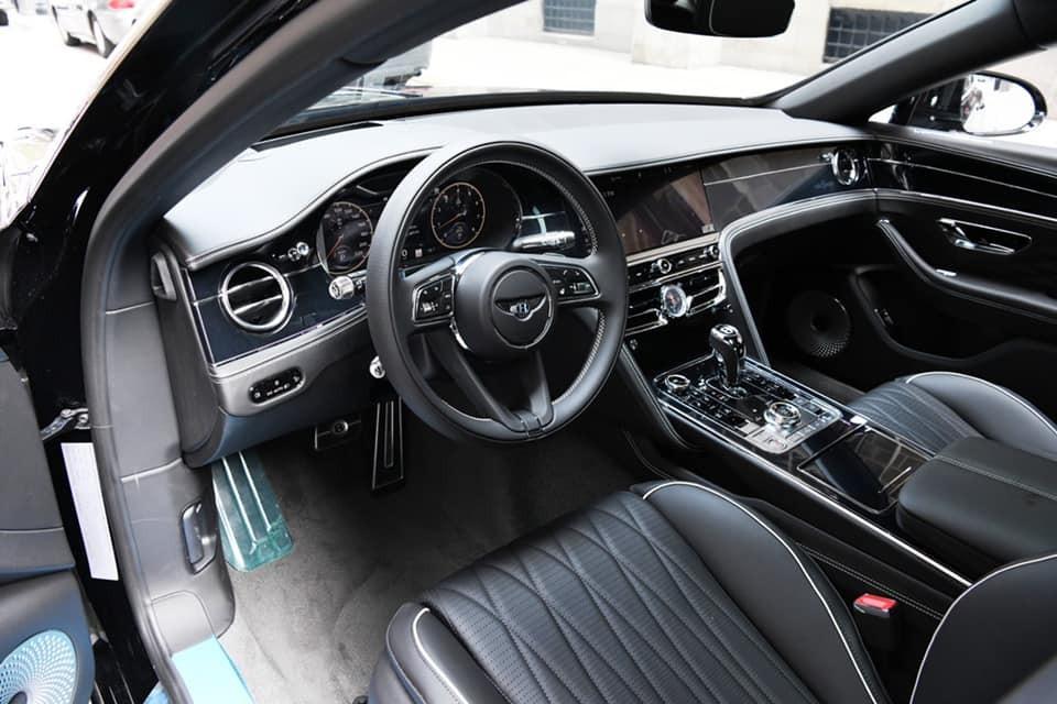 Nội thất xe siêu sang Bentley Flying Spur First Edition của doanh nhân Đức Huy