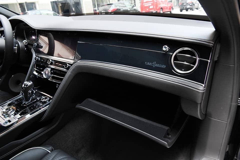 Logo First Edition trên chiếc xe siêu sang Bentley Flying Spur thế hệ thứ 3 của doanh nhân Đức Huy