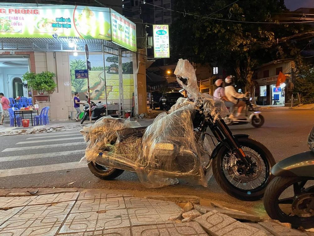 BMW R18 First Edition trên đường phố Nha Trang