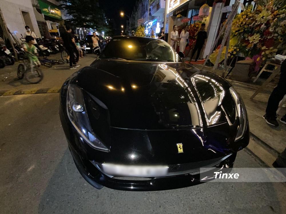 Siêu xe Ferrari 812 Superfast trên đường phố quận Gò Vấp