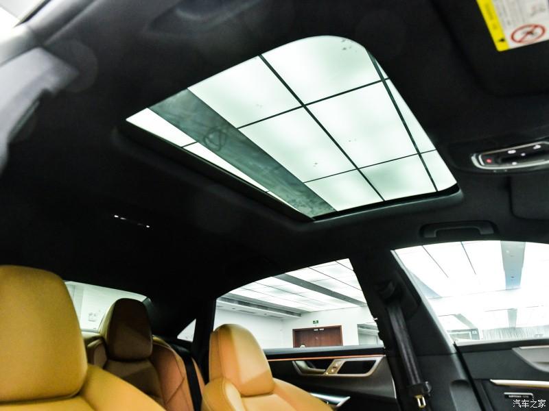 Cửa sổ trời của Audi A7L 2021