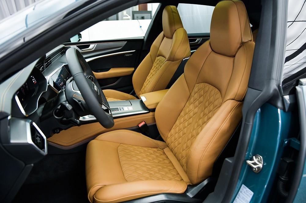 Ghế trước của Audi A7L 2021