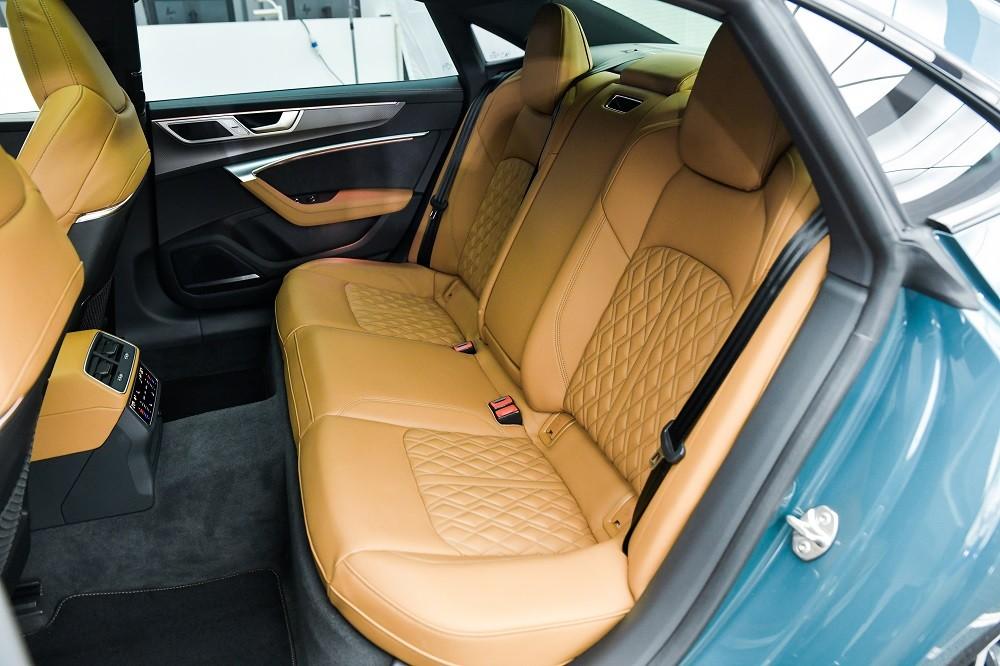 Hàng ghế sau của Audi A7L 2021