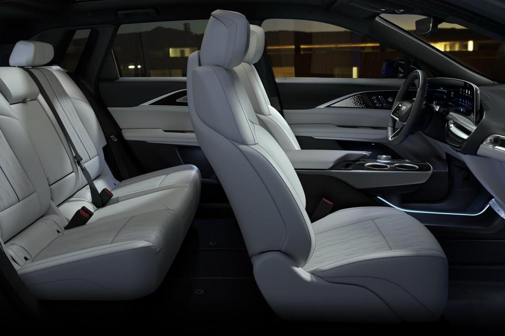 2 hàng ghế bên trong Cadillac Lyriq 2023