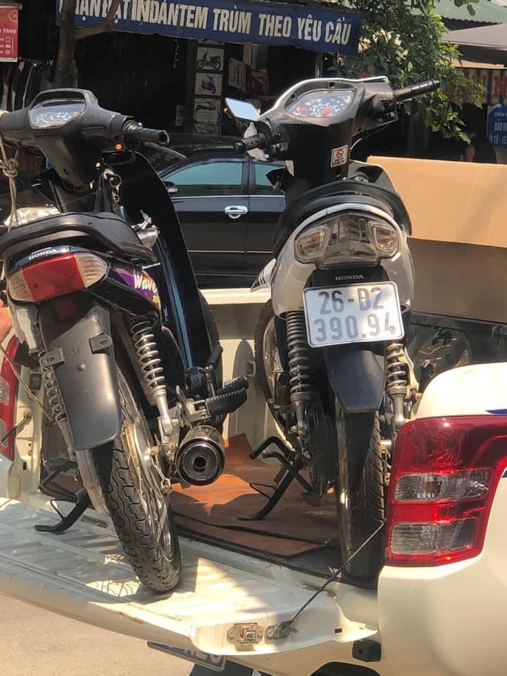Hai chiếc xe máy hư hỏng sau tai nạn