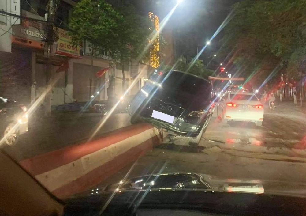 Hiện trường vụ tai nạn xe Audi vào tối qua